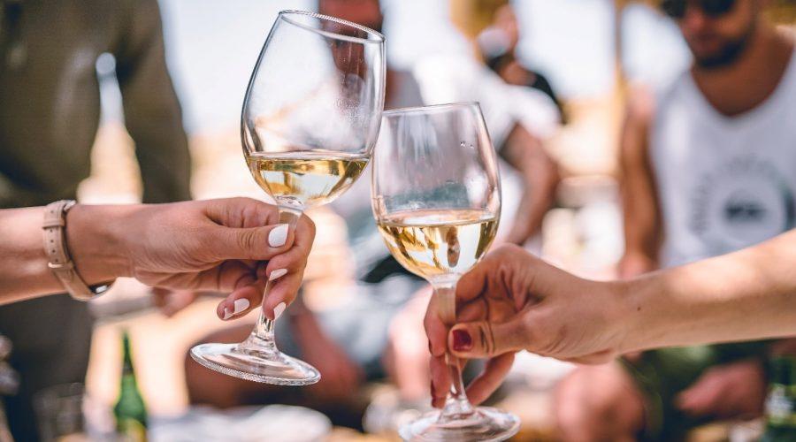 bijelo vino čaše